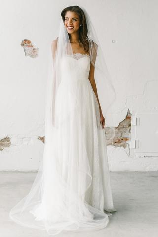 For the bride who wants one place to rent all her bridal accessories - Image via happilyeverborrowed.com