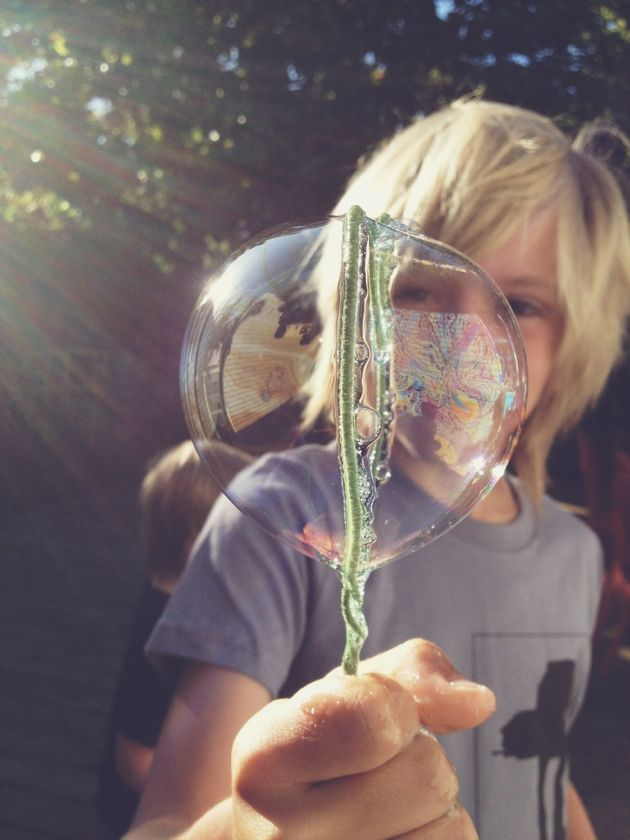 Make your own bubble wands from floral wire // poppy haus