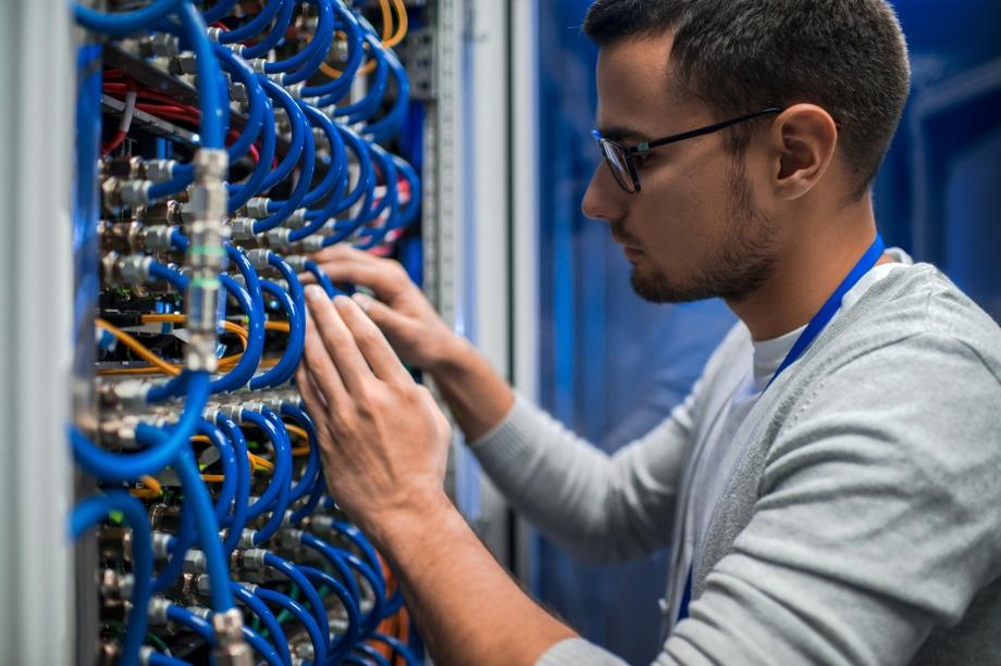 080552875-system-engineer-checking-serve.jpeg