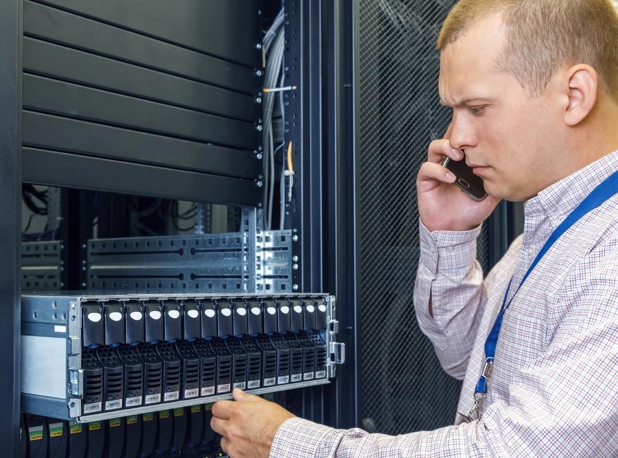 065998881-it-engineer-installs-jbod-rack.jpeg