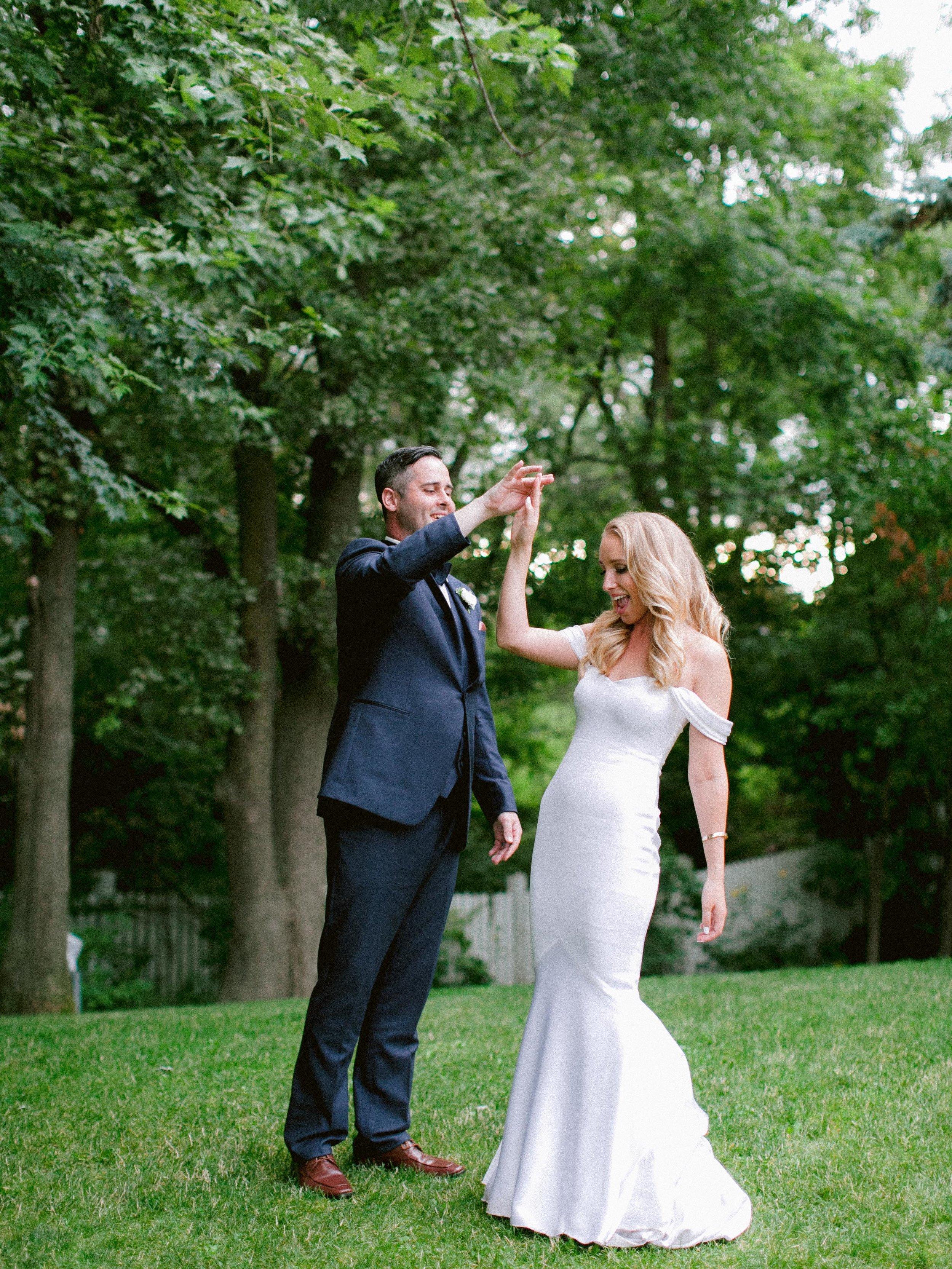 Summer_Engagament_Session_Toronto_Niagara_Wedding_Photographer (2 of 3).jpg