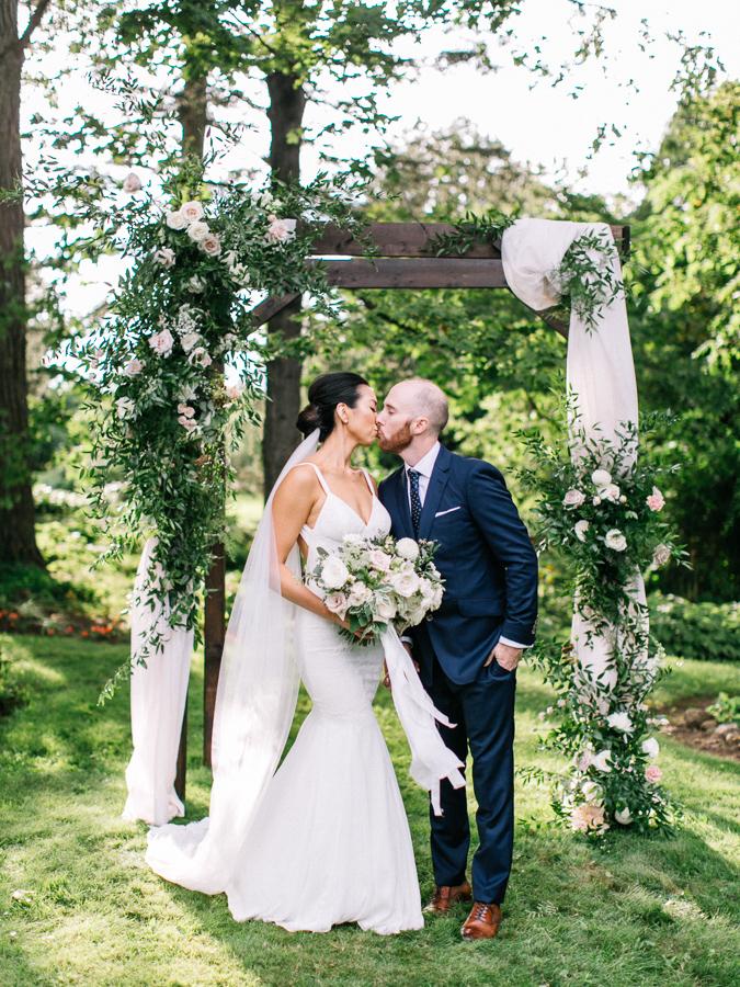 kurtz-orpia-photography-vineyard-bride-swish-list-the-good-earth-beamsville-wedding-68.jpg