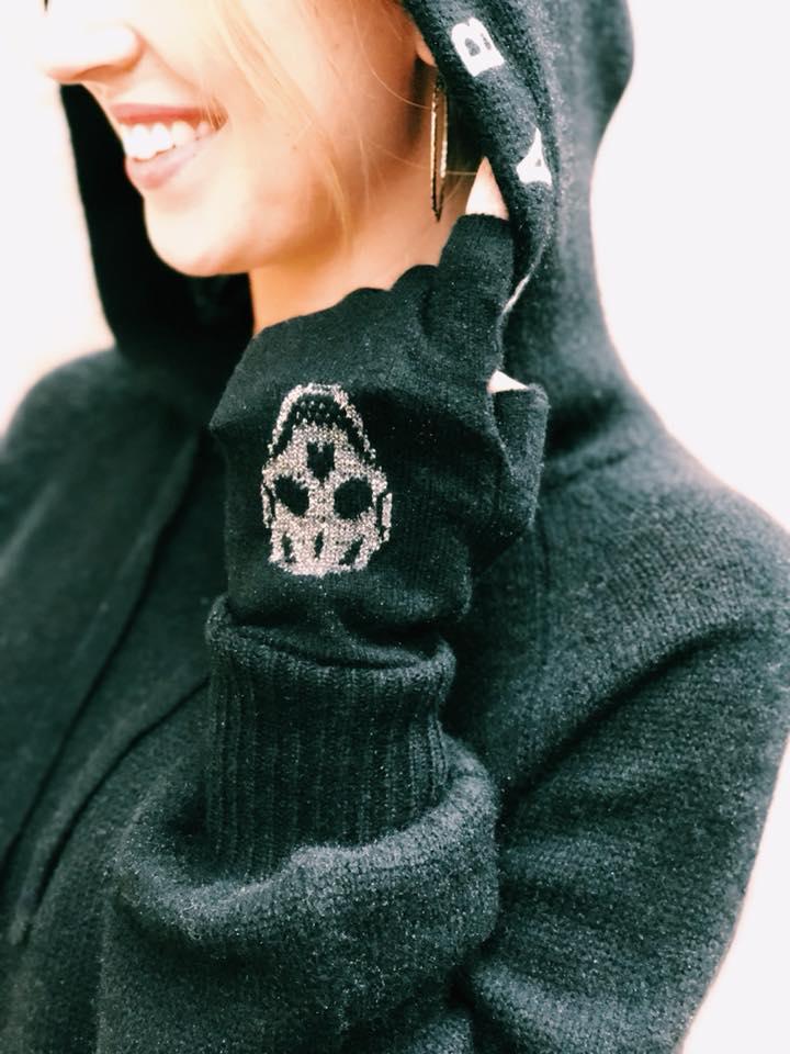 SKull cashmere babe hoodie, fingerless metallic gloves