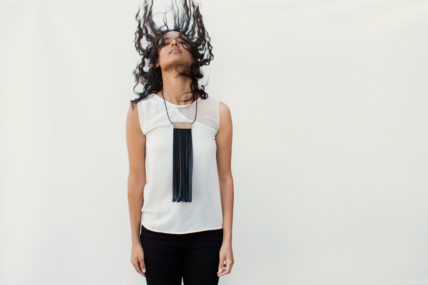 Louve  - Wood and leather fringe necklace