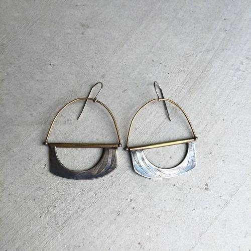nocoast-lizp-earrings.jpg