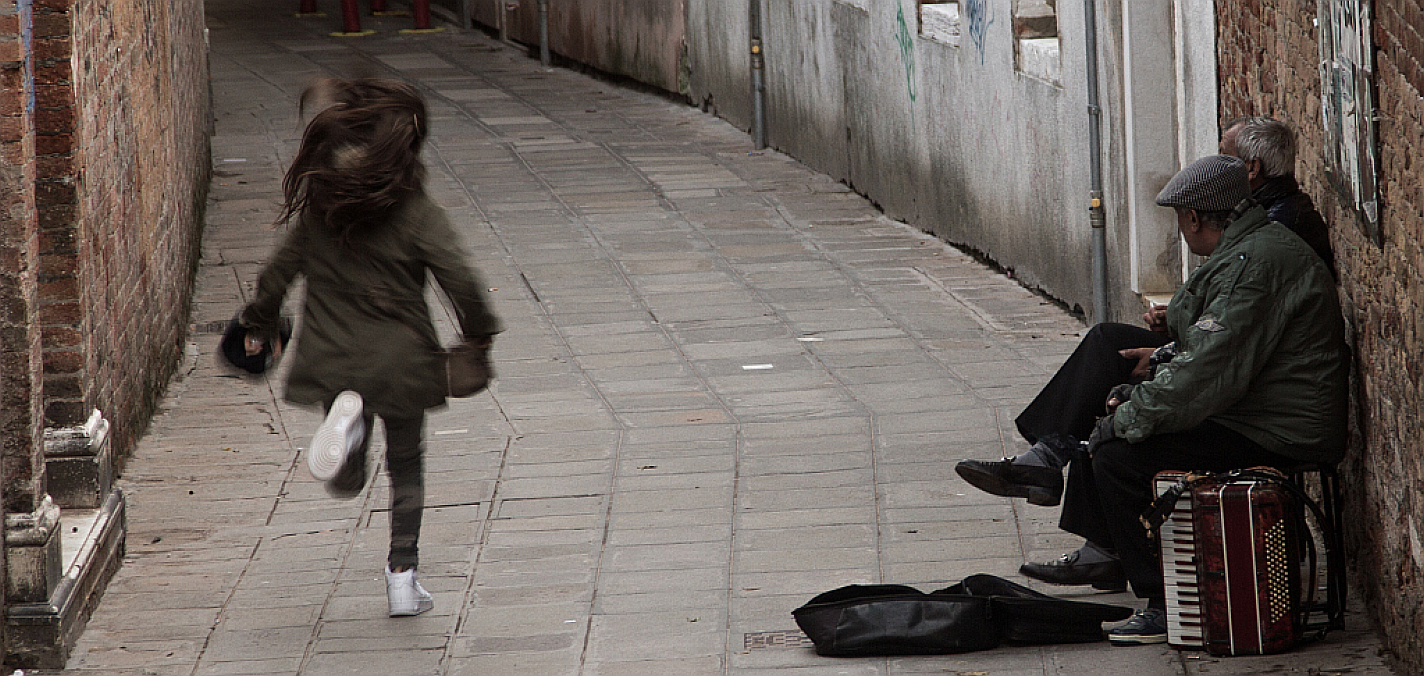Running girl,Venice.  Photo: Amy Bown