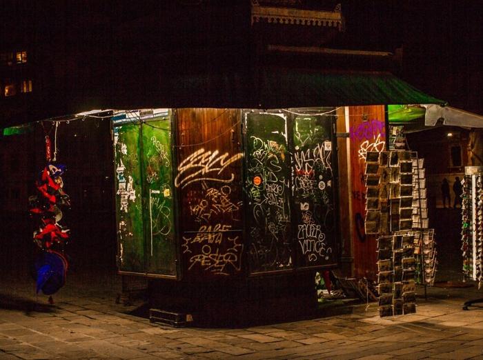 News kiosk at night, Piazza San Polo, Venice. Photo: Amy Bown