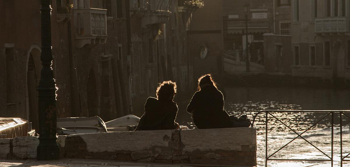 Couple on the Rio della Misericordia.  Photo: Amy Bown