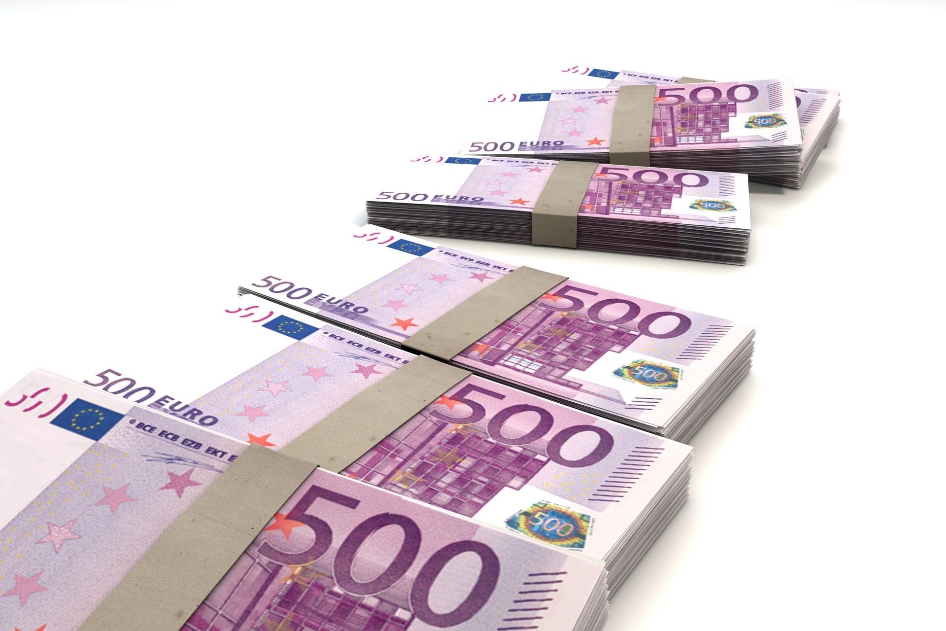 money-finance-bills-500.jpg