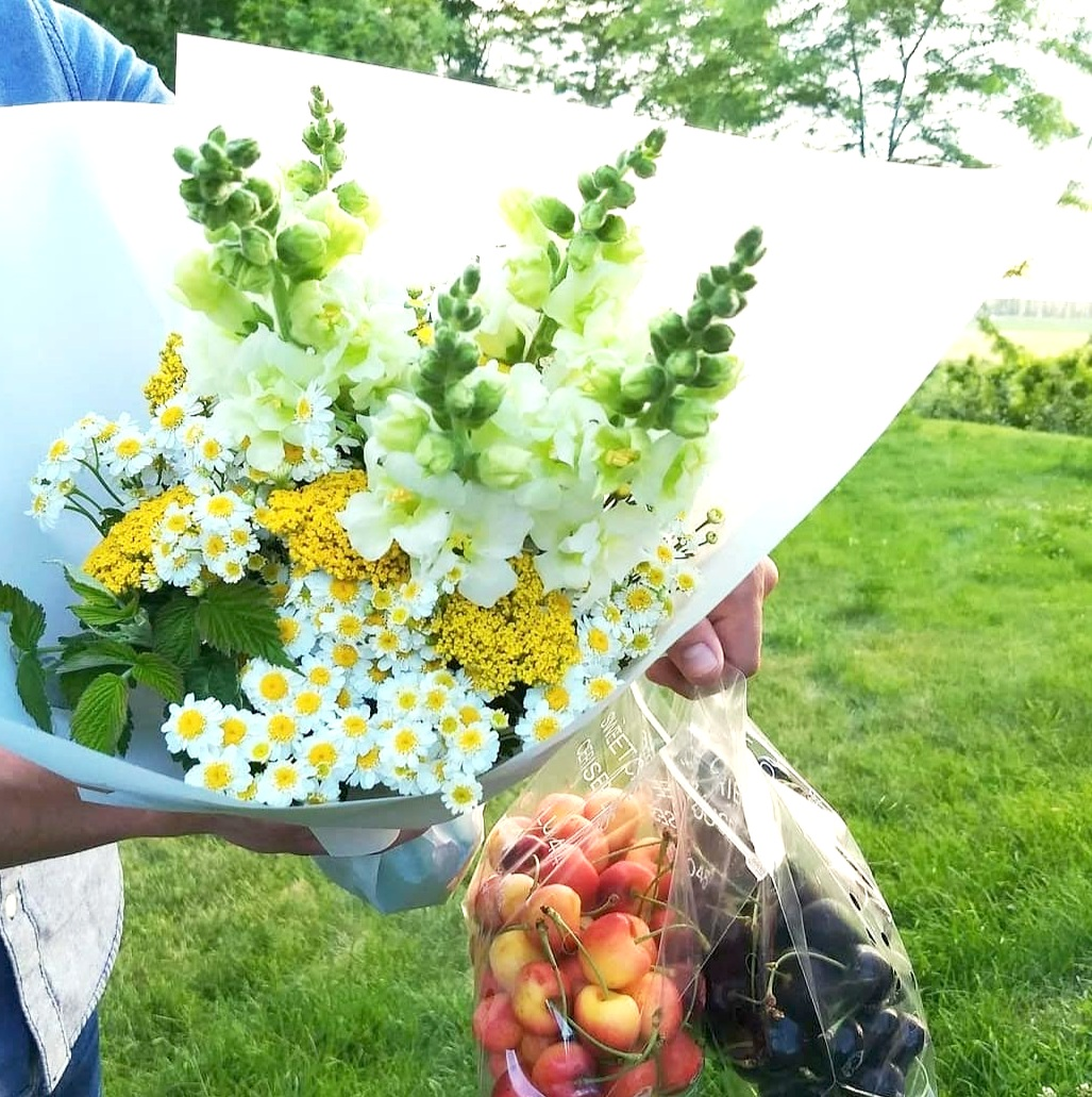 Fruit+and+Flowers+June+21+3018.jpg