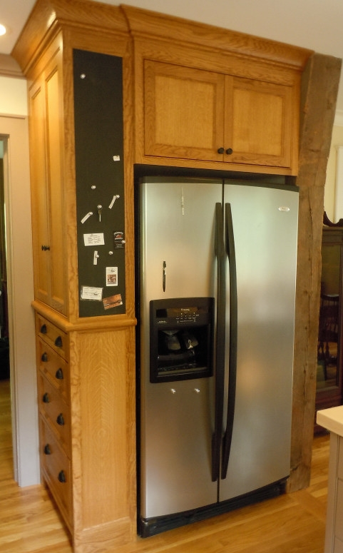 Built-in refrigerator cabinet with magnetic chalk board