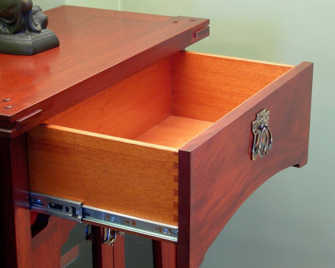 Curved face dovetail drawer