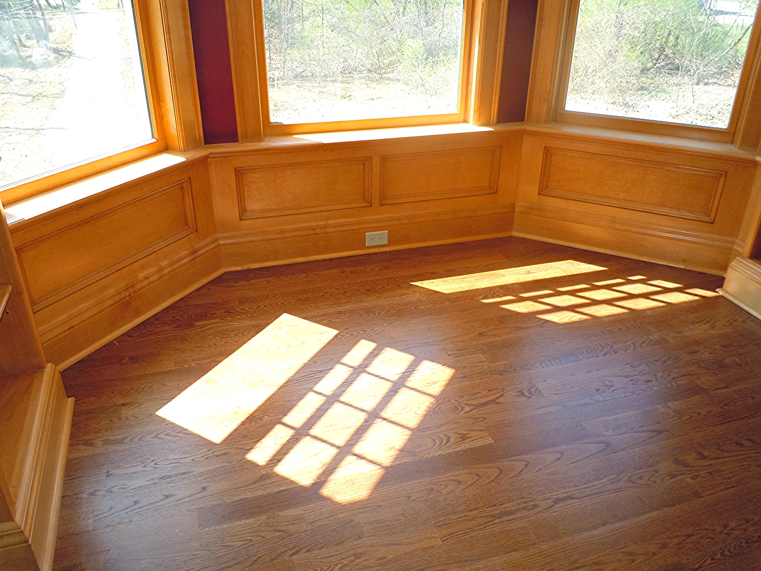 Window alcove with lower panels
