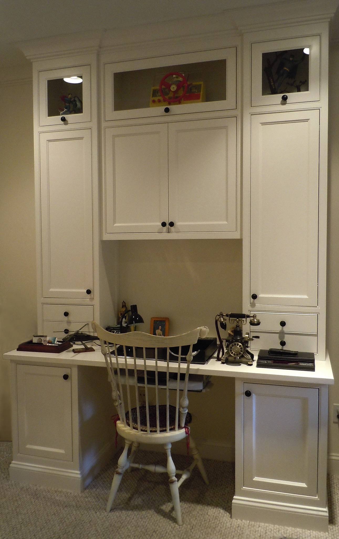 Built-in desks with upper display cabinets