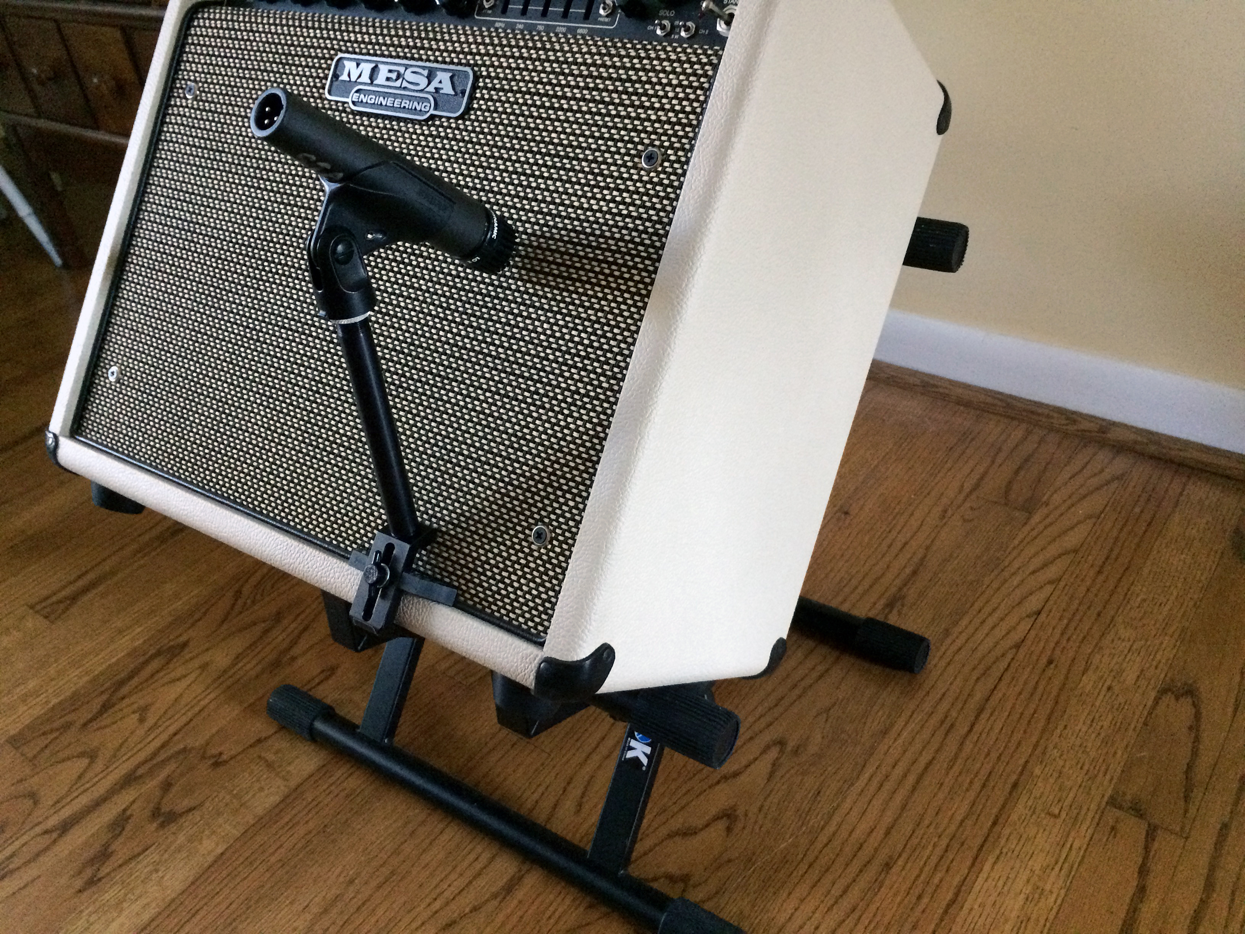 AmpClamp placed on Amp.