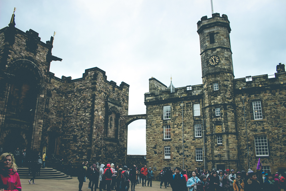 On the left, the memorial chapel, and on the right, the entrance to an exihbit where one could view the Honours of Scotland.