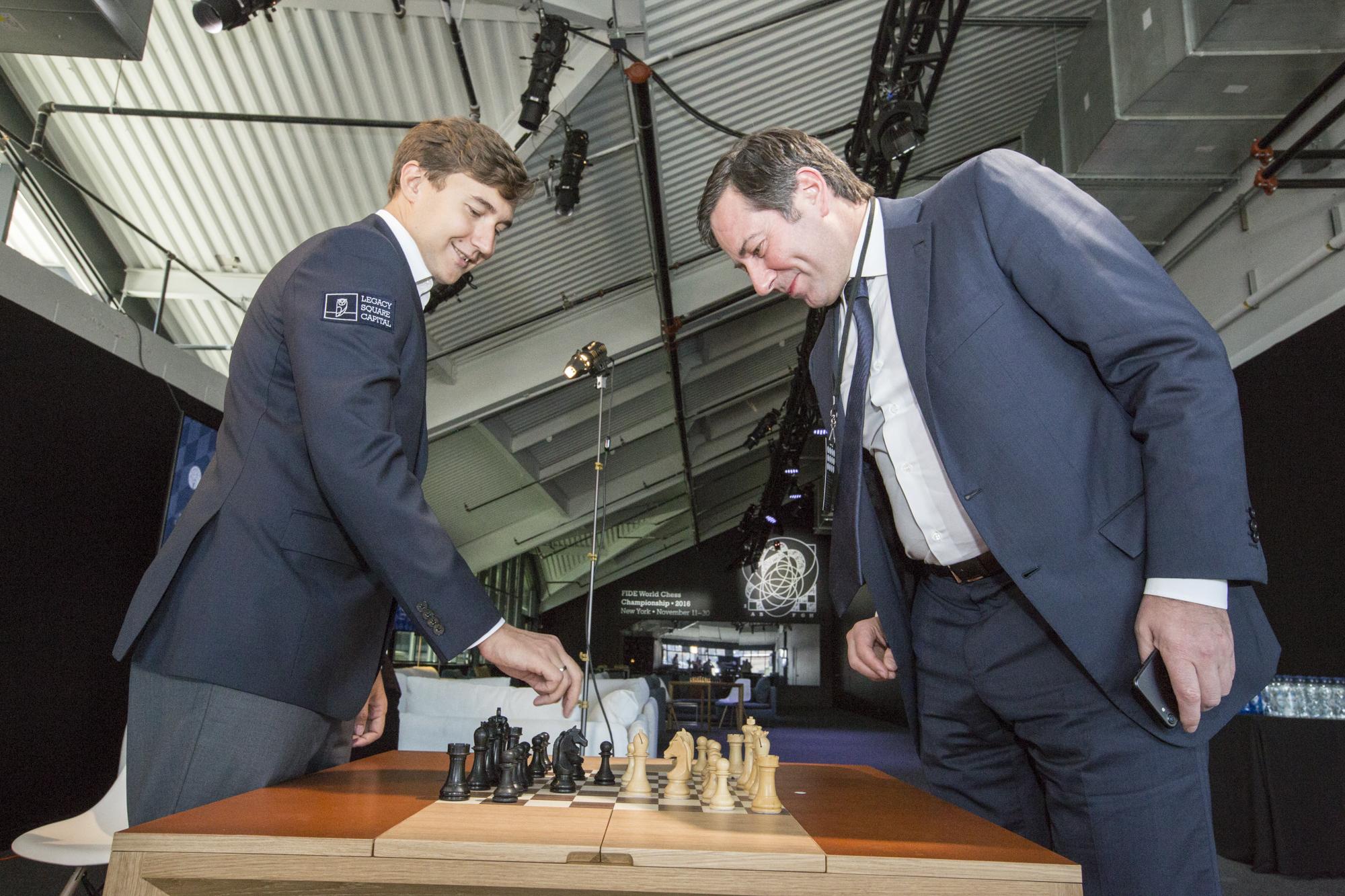 Глава Шахматной федерации Москвы Владимир Палихата и претендент на звание Чемпиона мира Сергей Карякин