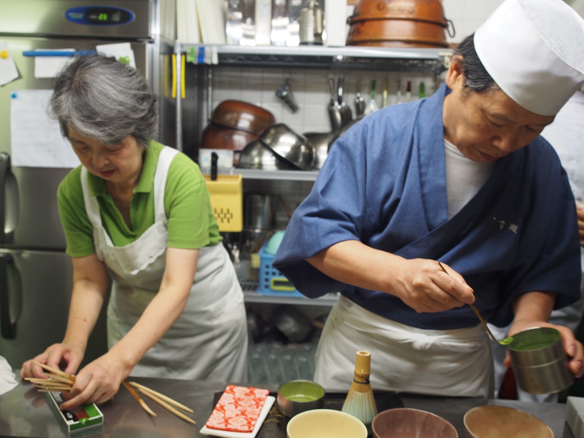 Preparations to enjoy wagashi also include making tea, which is the main character of the ©TOKI