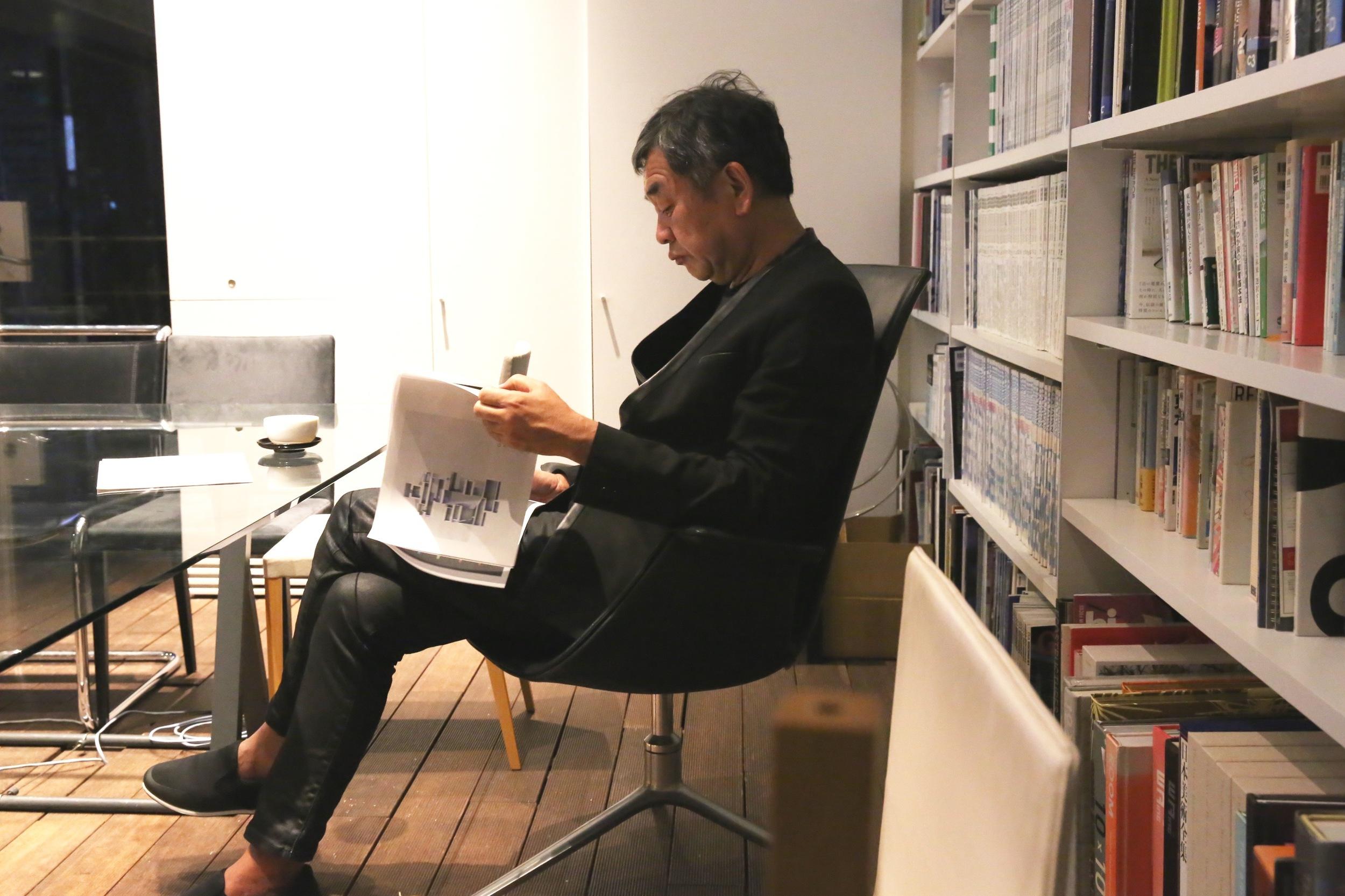 Kuma reading through TOKI's Architecture Tour guide ©TOKI