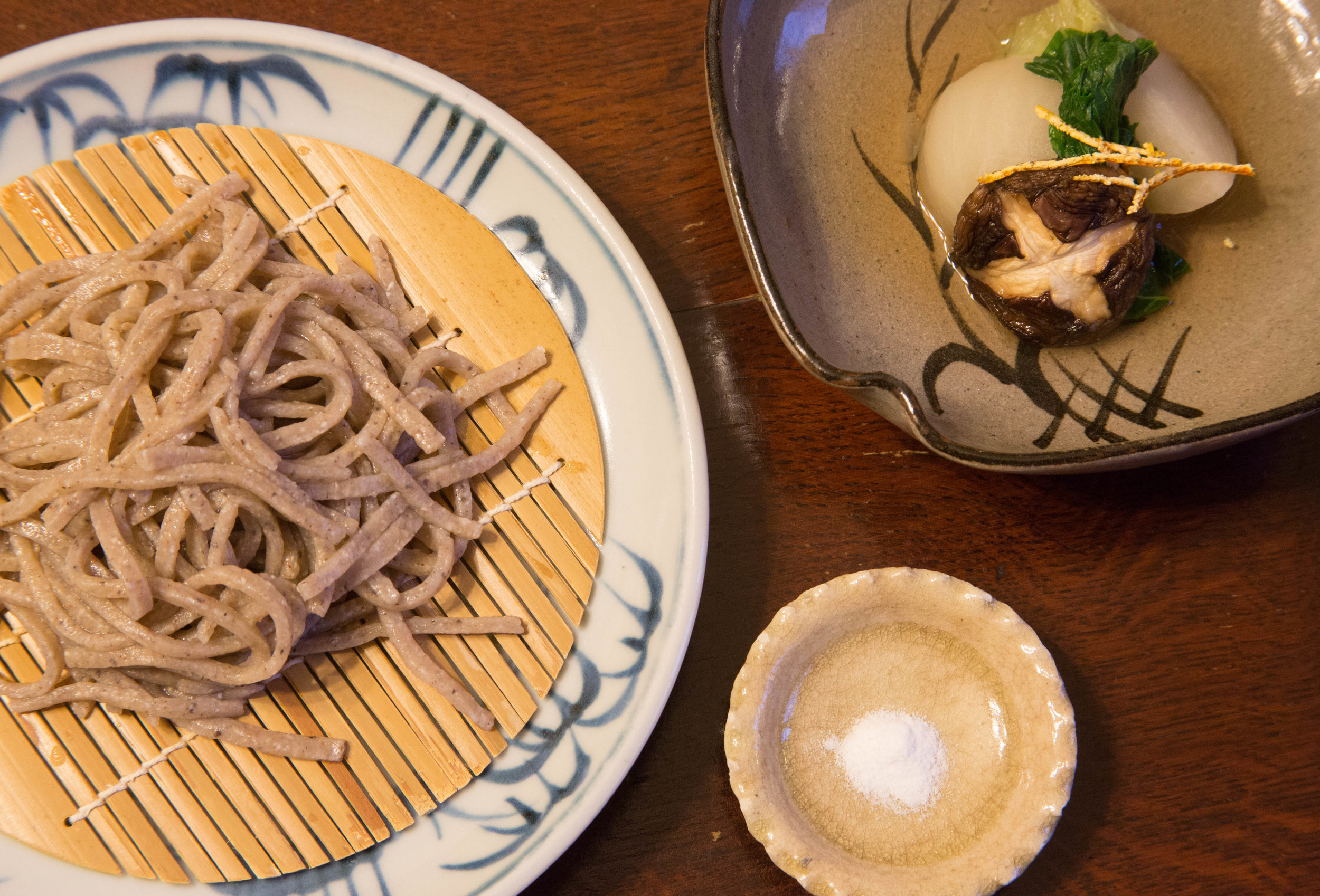 Soba (buckwheat) noodles with a side of  nimono  (stewed dishes). ©TOKI