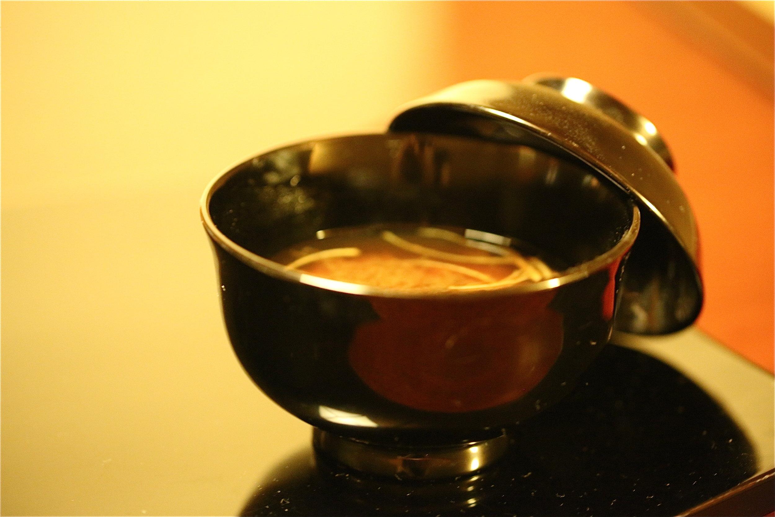Miso soup served as the  wan-mono  dish in kaiseki ryori. ©TOKI