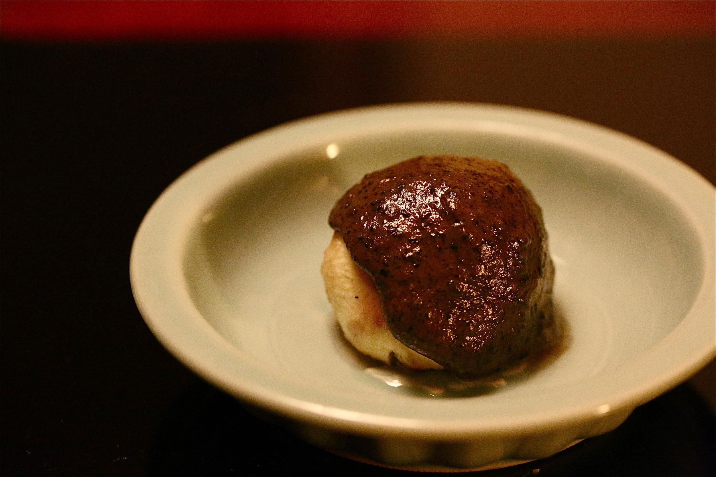 A small dish from modern day kaiseki ryori. ©TOKI