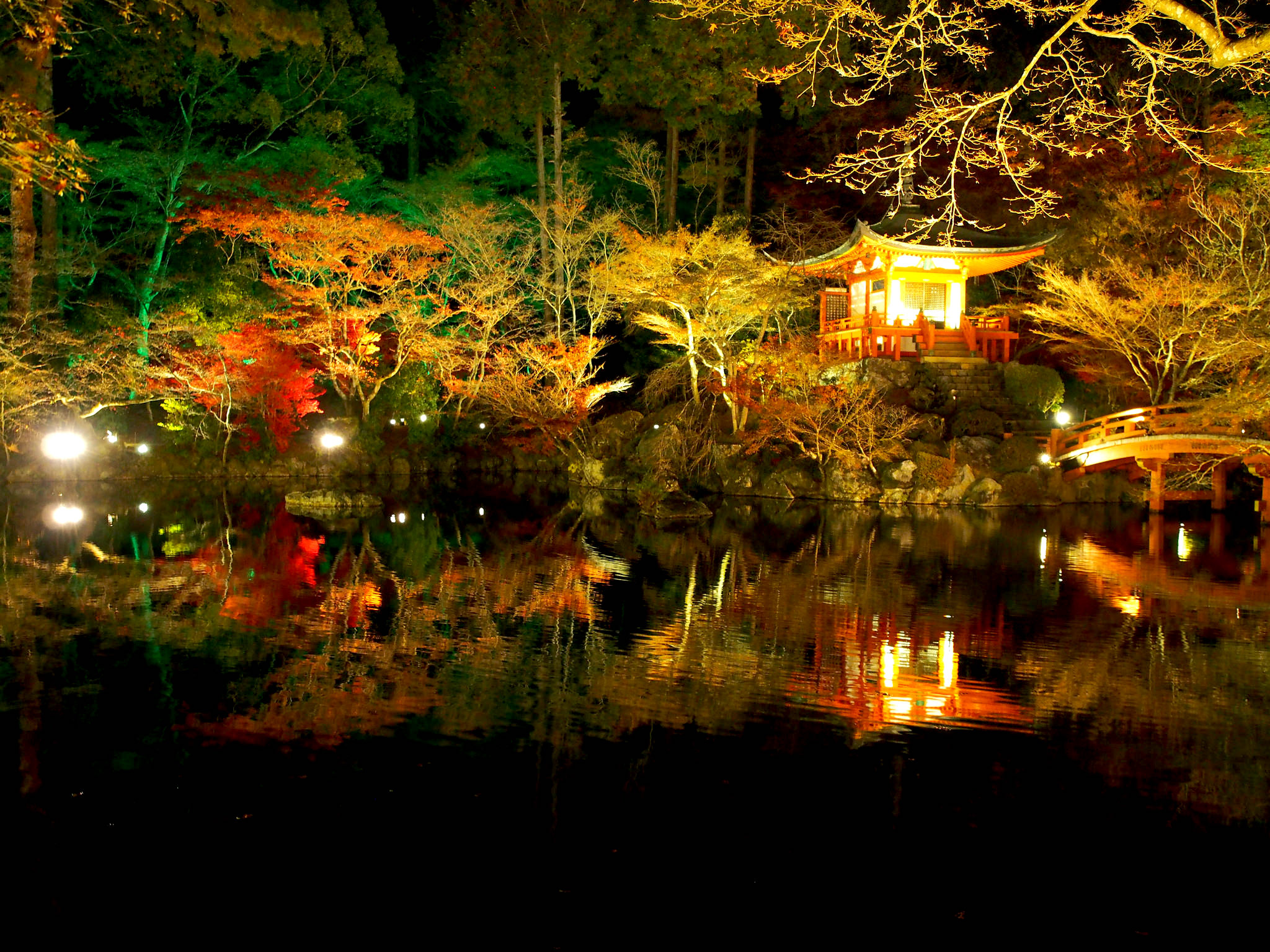 At Daigo-ji in Kyoto, the fall colors are exquisite. ©TOKI