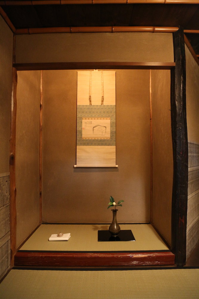 In Japanese tea ceremony, careful thought is given to the flower and scroll decorations, which all culminate to provide the guests with the best experience possible.