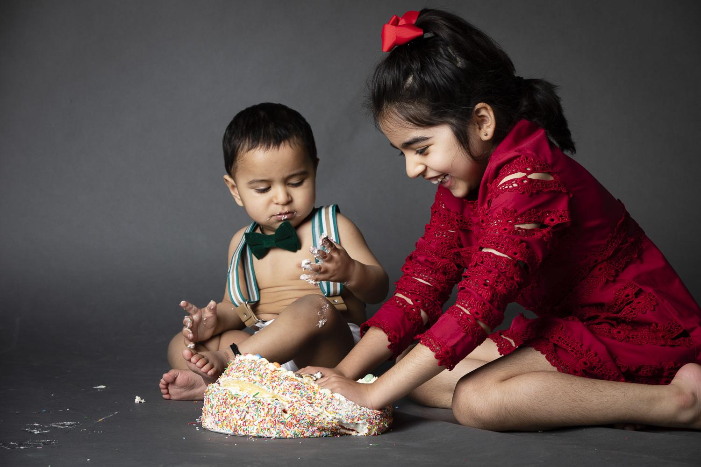 cake-smash_big-sister.jpg