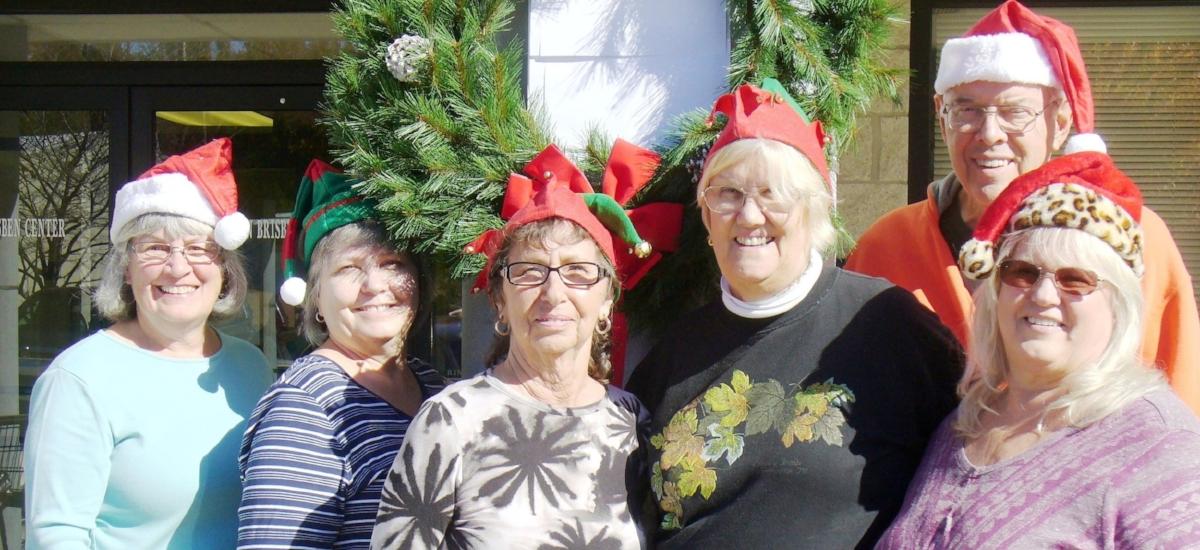 2016 holiday volunteers.JPG