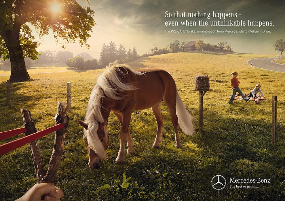 02_Mercedes-Benz_Chain Reaction_Slingshot_EN.jpg