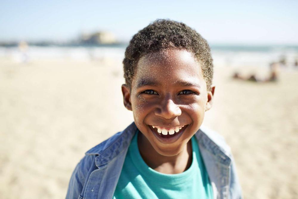 dxthm1000.51f829986d398_Christian_Kozowyk_smiling_kid_on_beach.jpg