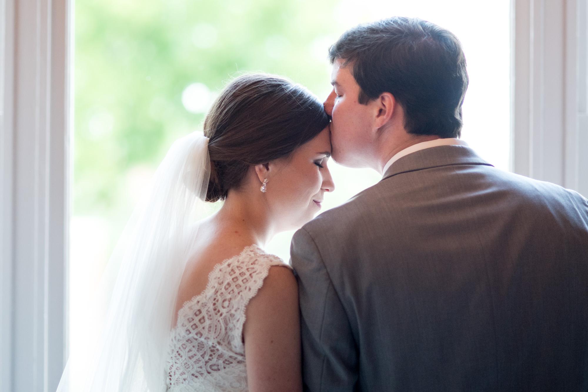 Athens-wedding-photography-kiss.jpg
