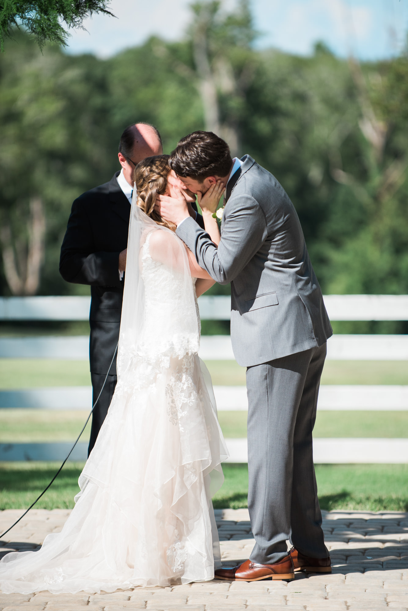 Athens-wedding-kiss-33.jpg