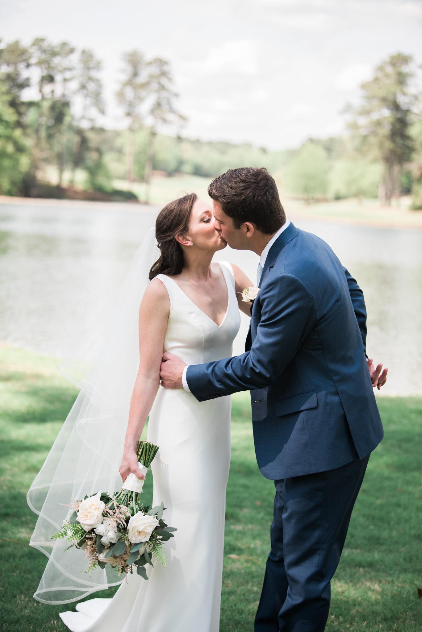 Athens-wedding-kiss-21.jpg