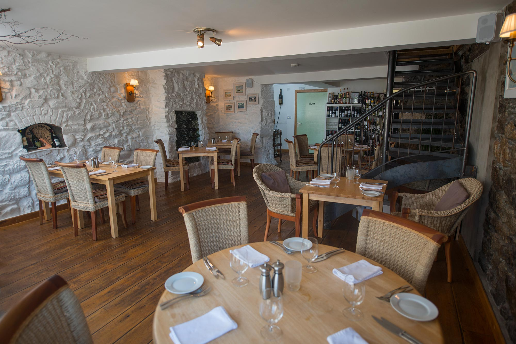 2. Great Restaurants - Marazion hosts an array of award winning restaurants. Freshly caught seafood is on offer at most restaurants and even classic pub food is given a Cornish twist. You'll be spoilt for choice for where to go, so if you want to find out more on where's best to eat during your stay click here.