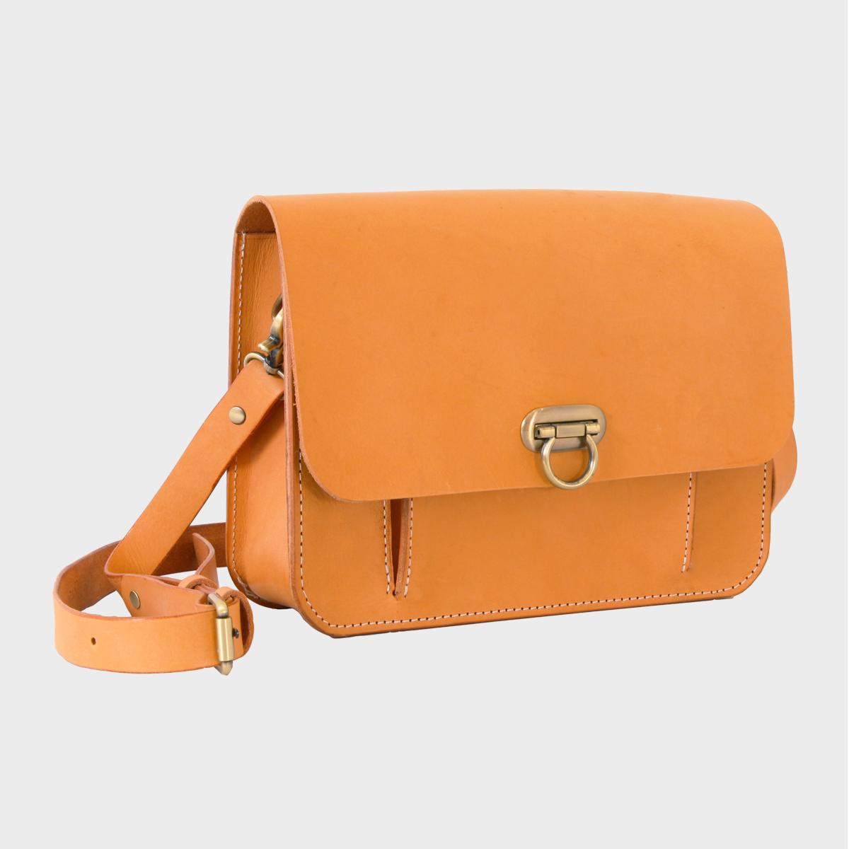 鎖扣側背包Lock Shoulder Bag NT$ 4,580  HDA0015