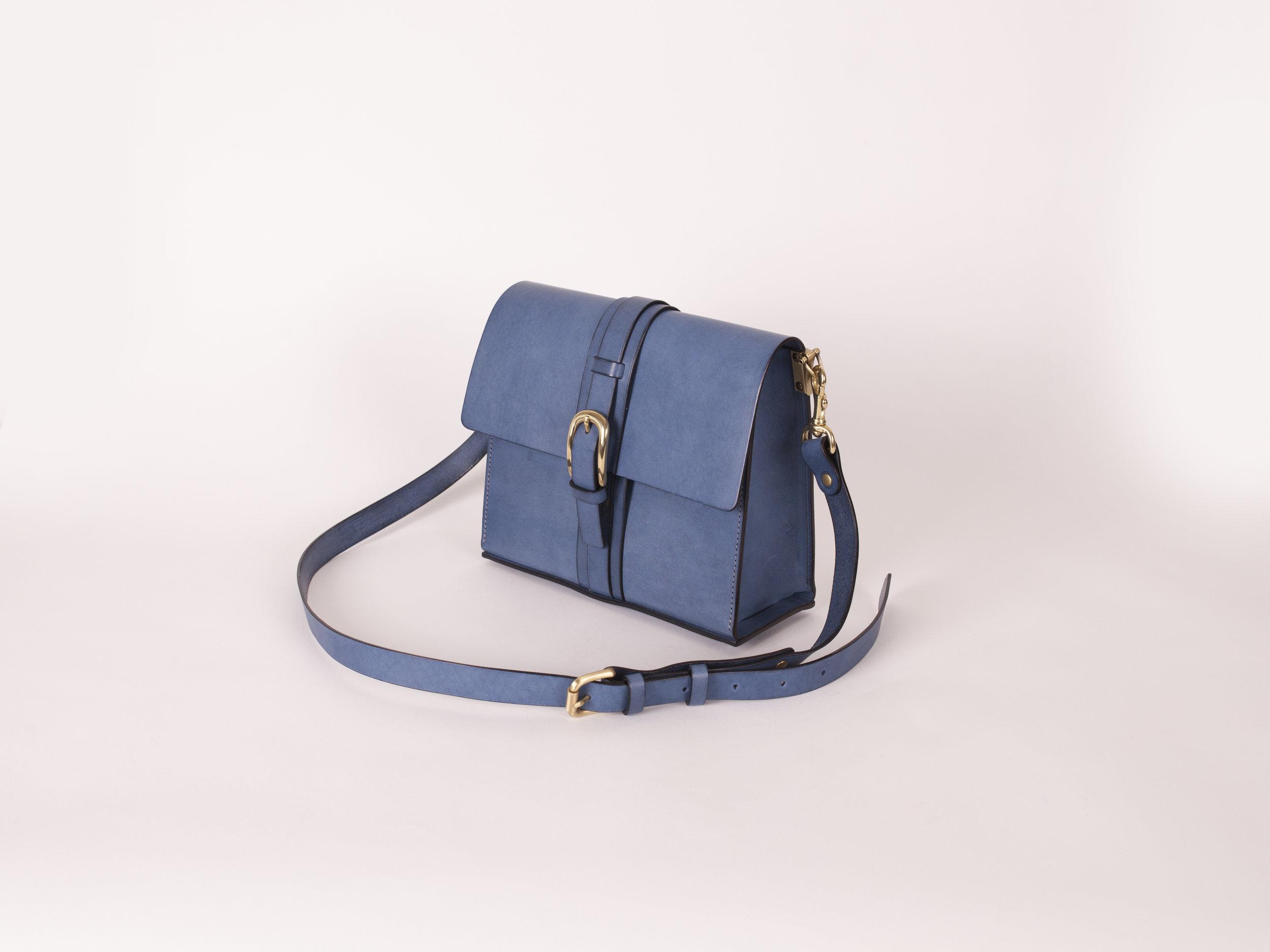 皮帶釦側背包 - $5,480 / 6H / 23x20x9cm