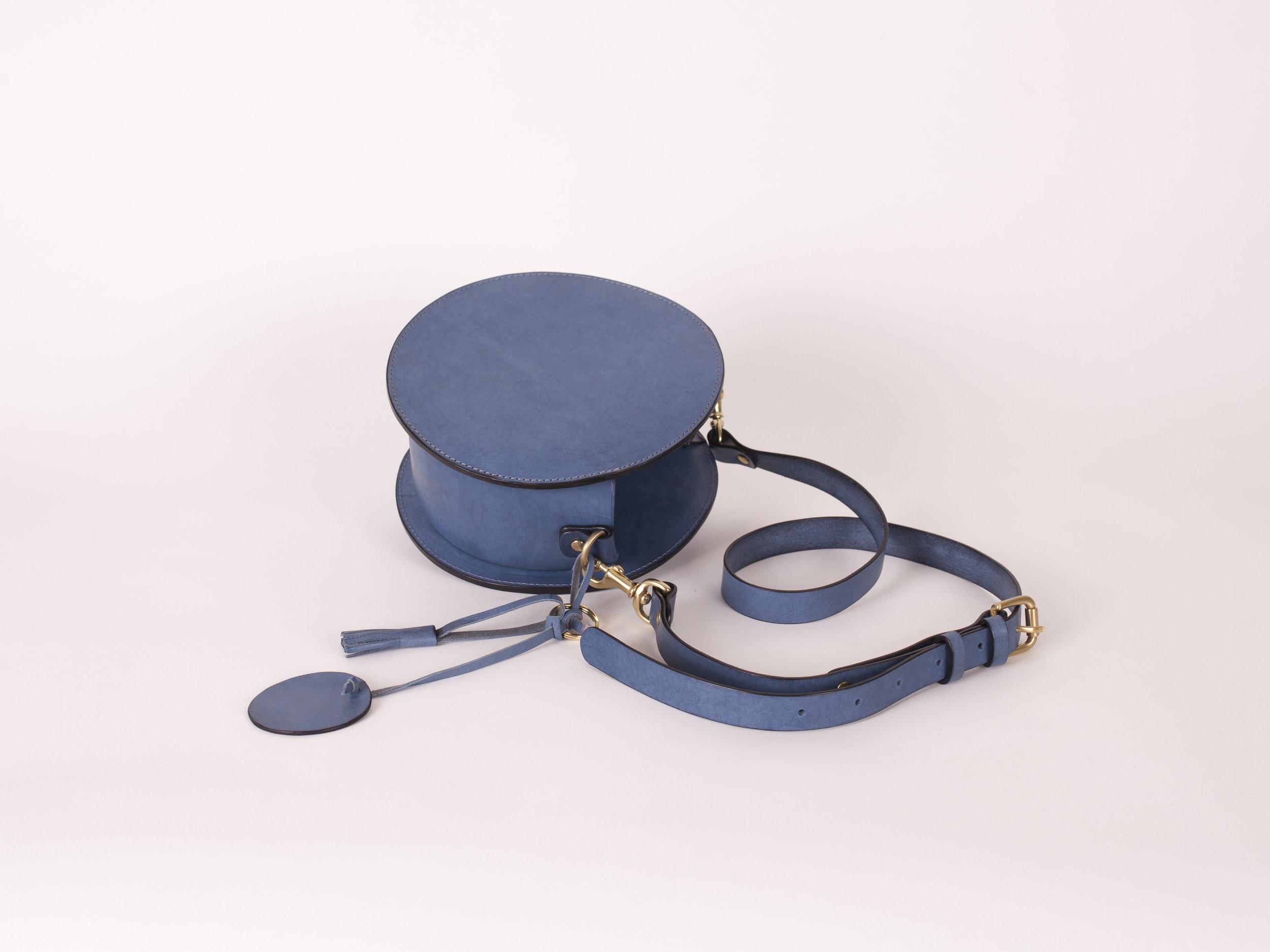 小圓側背包 - $4,980 / 6H / 20x20x8.5cm