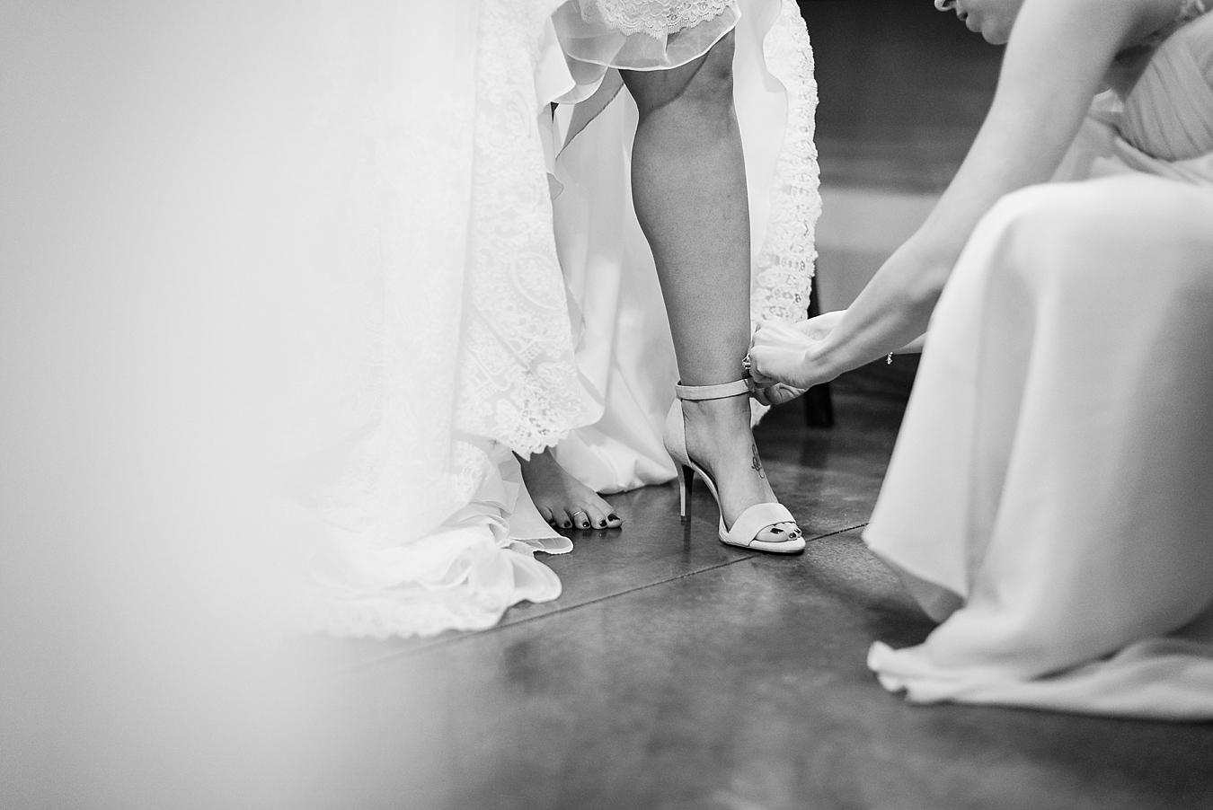 bride getting ready in bridal suite tulsa