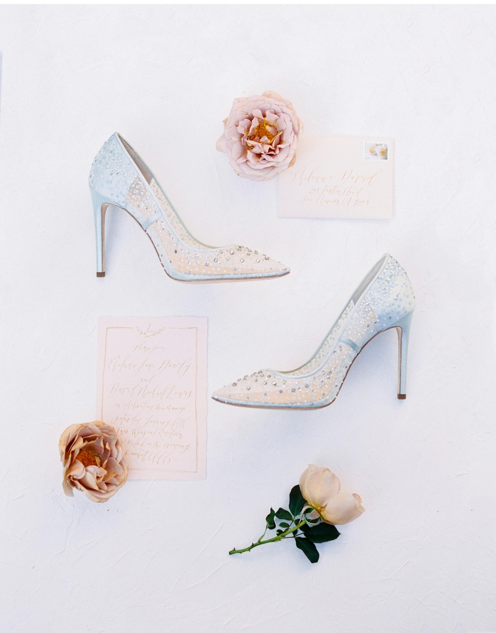 Trendy-Bride-Romantic-Cliffs-Wedding-Natalie-Schutt-Photography_02.jpg
