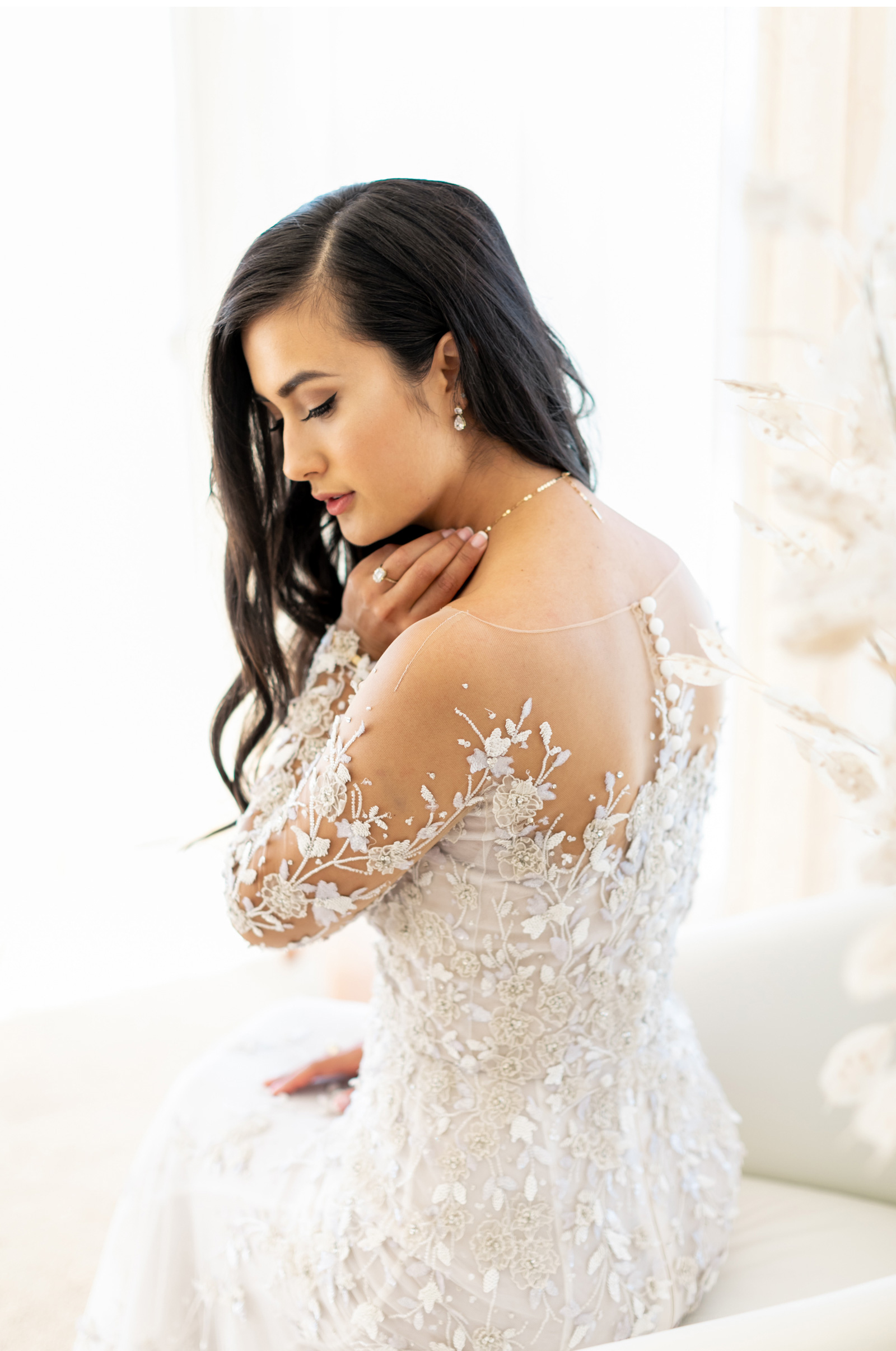 Southern-California-Wedding-Photographer-Natalie-Schutt-Photography-Style-Me-Pretty-Malibu-Rocky-Oaks-Photographer_04.jpg