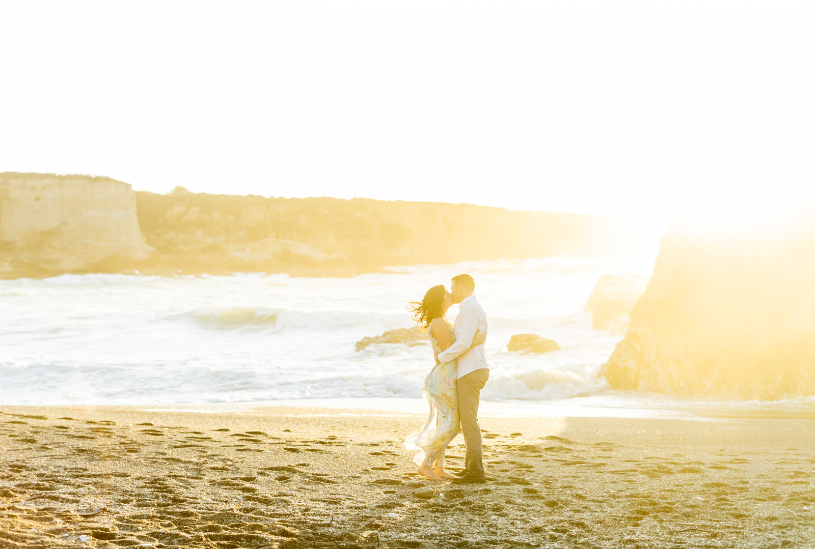 Malibu-Wedding-Photographer-Fine-Art-Photography-Professional-Wedding-Photography-Ocean-Engagement-Natalie-Schutt-Photography_01.jpg