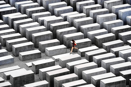 Memorial to the Murdered Jews of Europe by Peter Eisenman | 图片来源:  WSJ