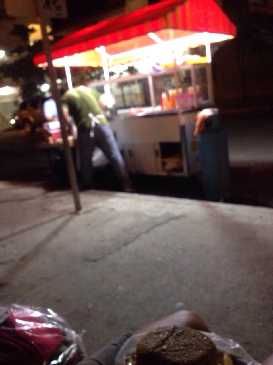 Street burger. Muchos calaries!