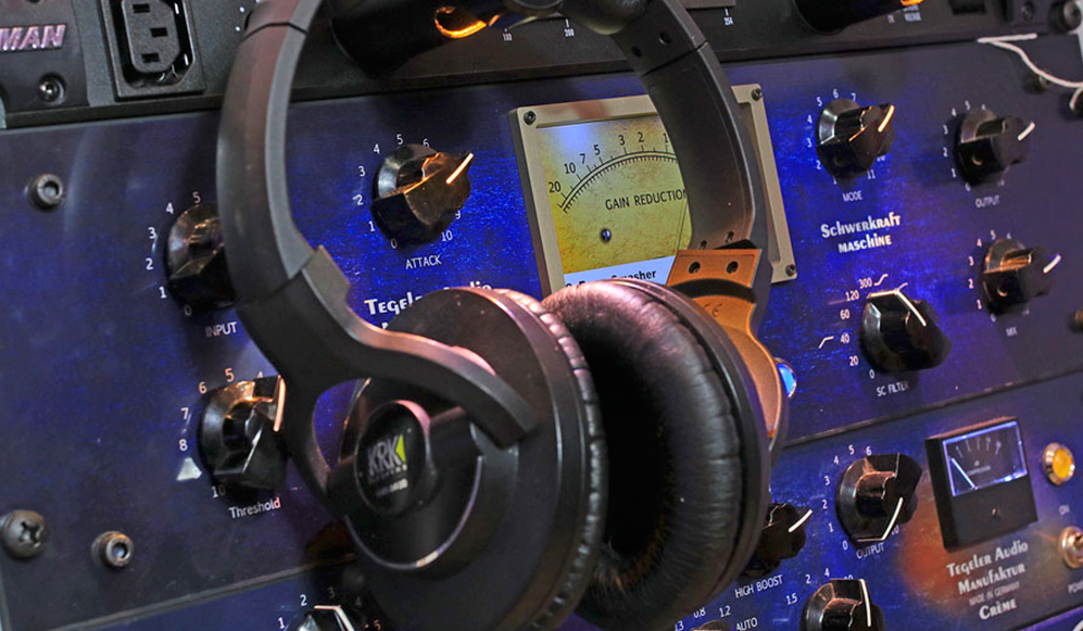 online-music-mastering-music-mixing-services-low-cost.jpg