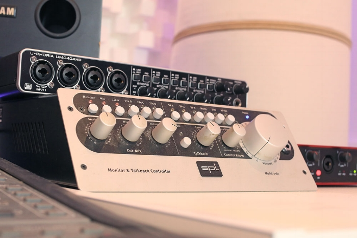 mastering online free analog recording studio gear outboard