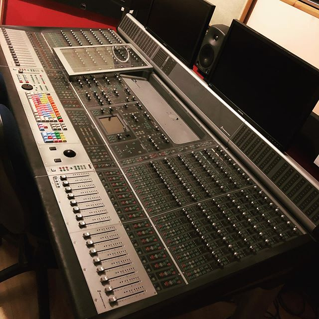 Had the pleasure of teaching on this #controlsurface earlier this year. Makes our c24 look like a child's toy! #avidprotools #dcontrol #mixing #audioengineer #mixingdesk #epic #music #expensive #legend #faders #gearporn #daw