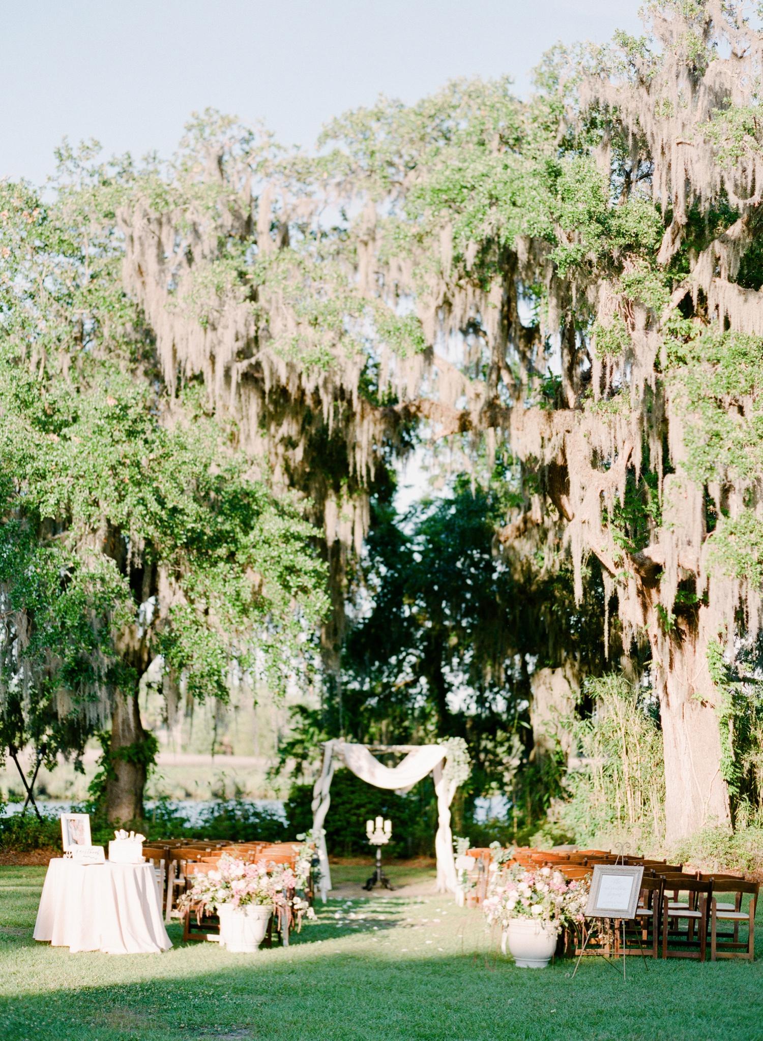 Magnolia-Garden-Southern-Weddings-Magazine_0027.jpg
