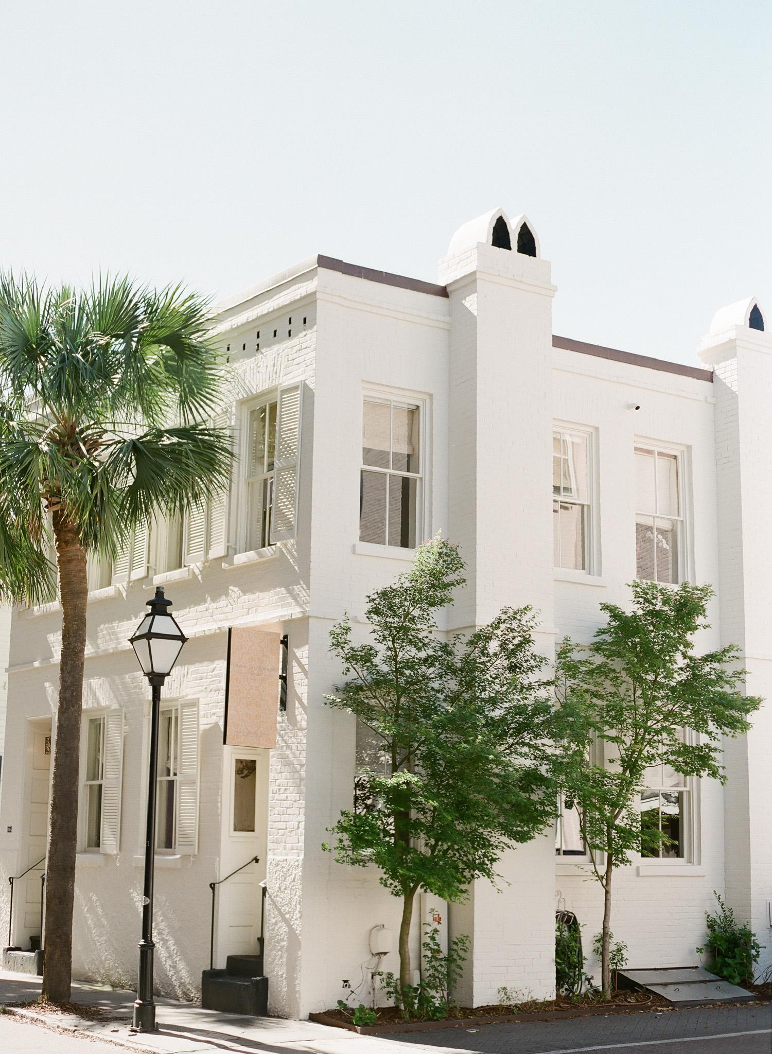 Charleston-Engagement-Downtown-17.jpg